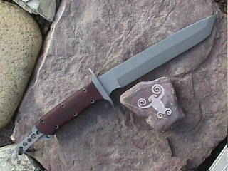 Nordooh knife showing the parasite